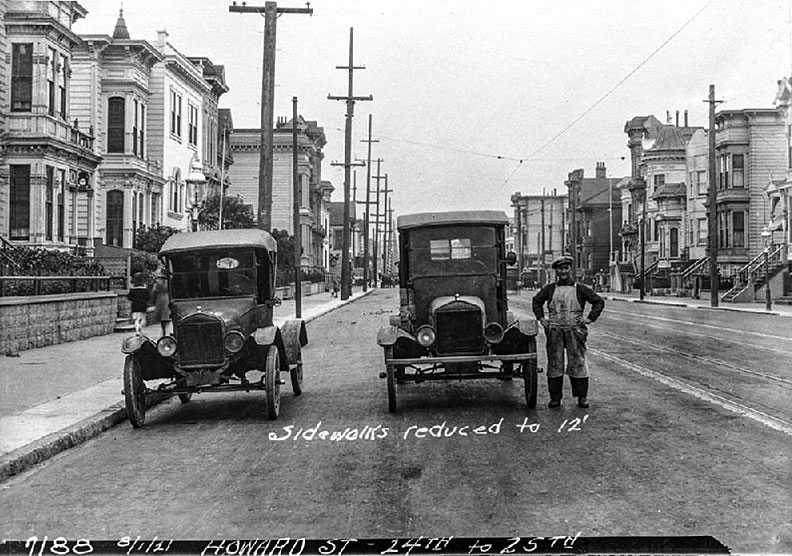 Sidewalks-reduced-to-12-ft-Howard-Street-betw-24th-25th-aug-1921.jpg
