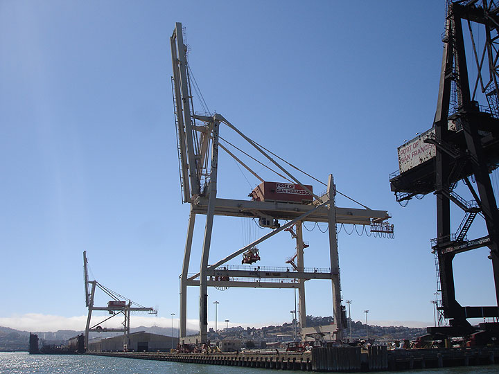 Image:SF-container-cranes-lie-dormant-2010-4553.jpg