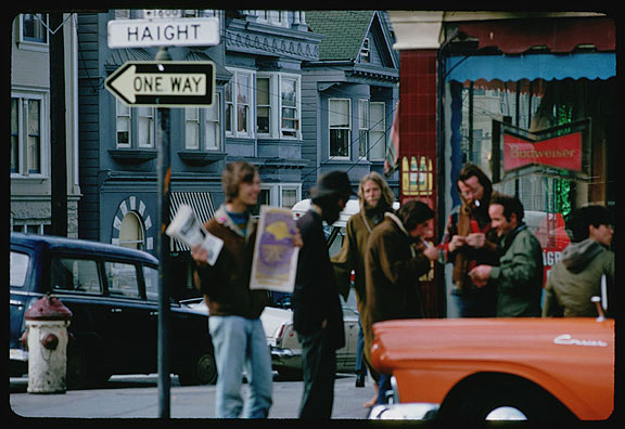 Cushman-March-14-1968-selling-papers-on-Haight-corner-P15615.jpg
