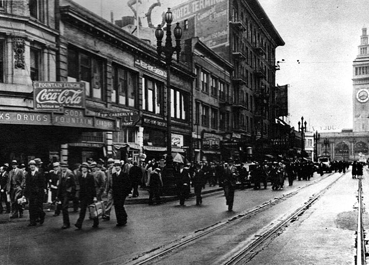1934-tourists-walk-up-Market-with-no-streetcar-service.jpg