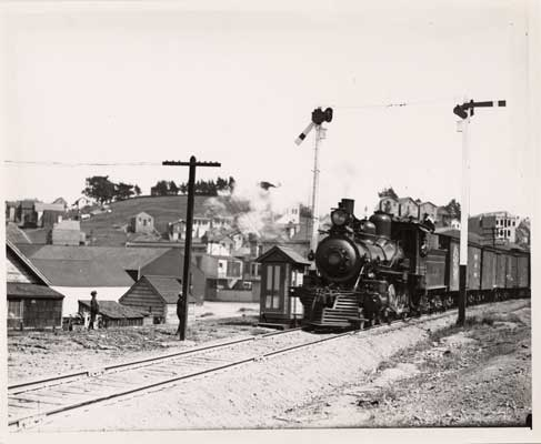 Railroad passing Bernal Cut 1908 AAA-9900.jpg