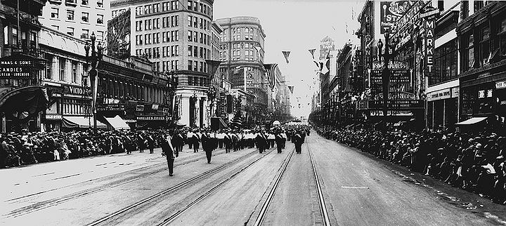 Labor-Day-Parade-Sept-7-1925-Market-east-from-6th.jpg