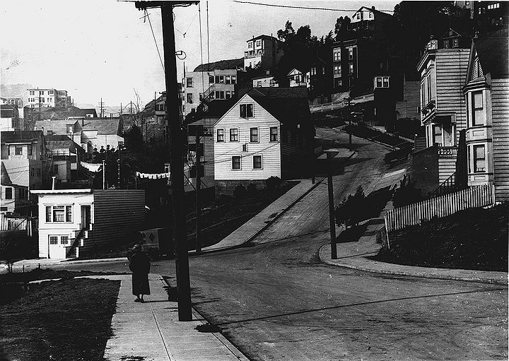 Saturn-street-west-at-Temple-w-Roosevelt-Way-at-top-of-hill-at-right-Oct-23-1925-SFDPW.jpg