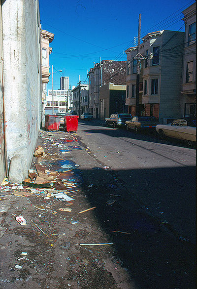 Garbage-strewn-alley-in-SOMA-1976.jpg