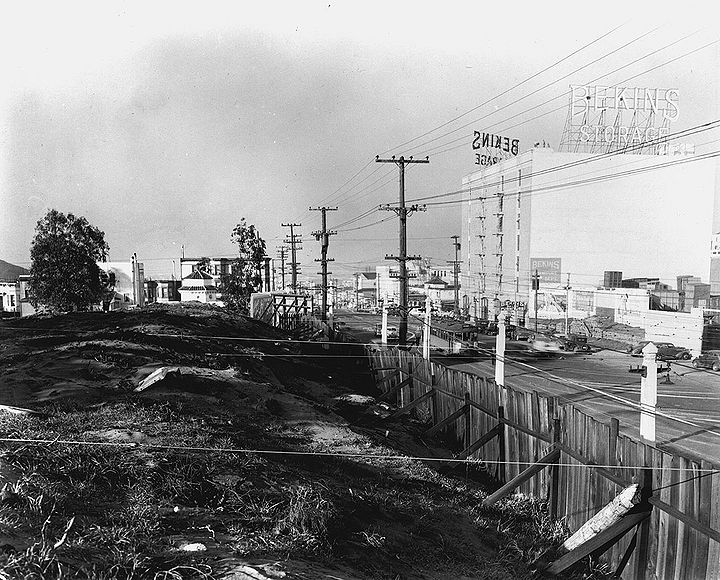 Geary-st-west-from-near-Presidio-Ave-w-former-Calvary-Cemetery-in-foreground,-Jan-2-1941.jpg