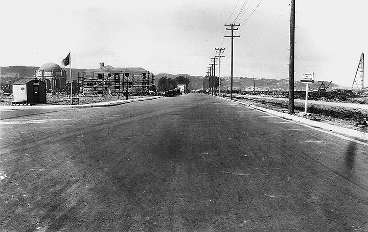 Marina-Blvd-west-towards-Palace-of-Fine-Arts-March-6-1925-SFDPW.jpg