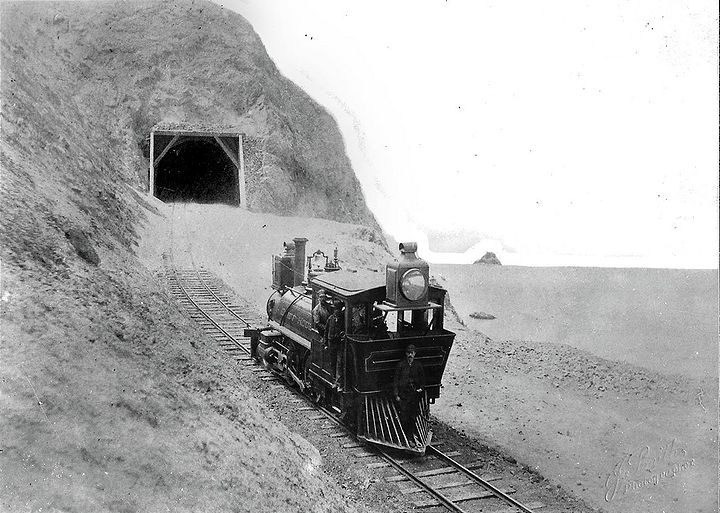 Cliff house railroad at Eagle Point Tunnel, J Smith photographer via Emiliano Echeverria 10494924 10152626495048618 3798382433212627879 o.jpg
