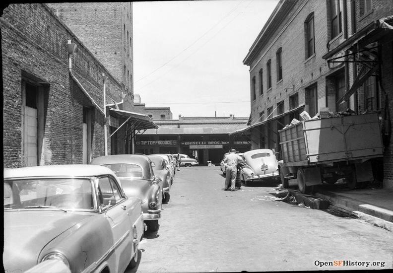 May 1959 Produce District, view north on Ceylon Street, a one block street from Clay to Washington, between Davis and Front, the site of Maritime Plaza today. Ghiselli Bros. Produce, Tip Top Produce on Washington St. wnp28.2419.jpg