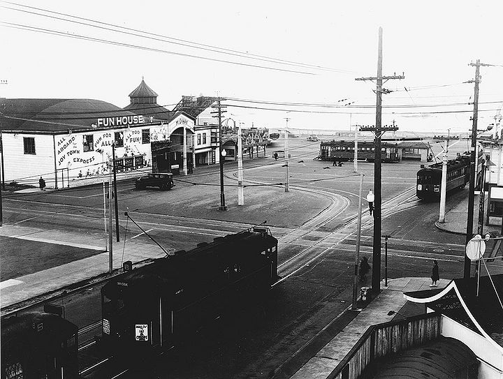 Streetcar-turnaround-at-playland-at-the-beach-c-1930s.jpg