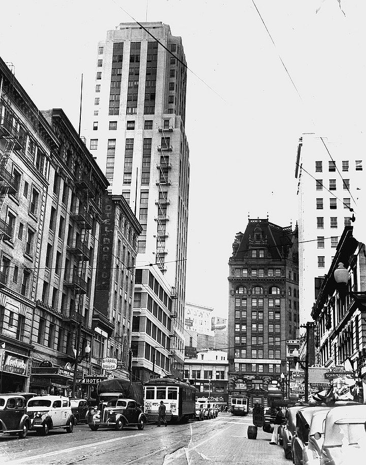 3rd-St-north-from-Jessie-St-Call-Bldg-and-Nos-15-16-and-29-streetcars-April-18-1939-SFPL.jpg