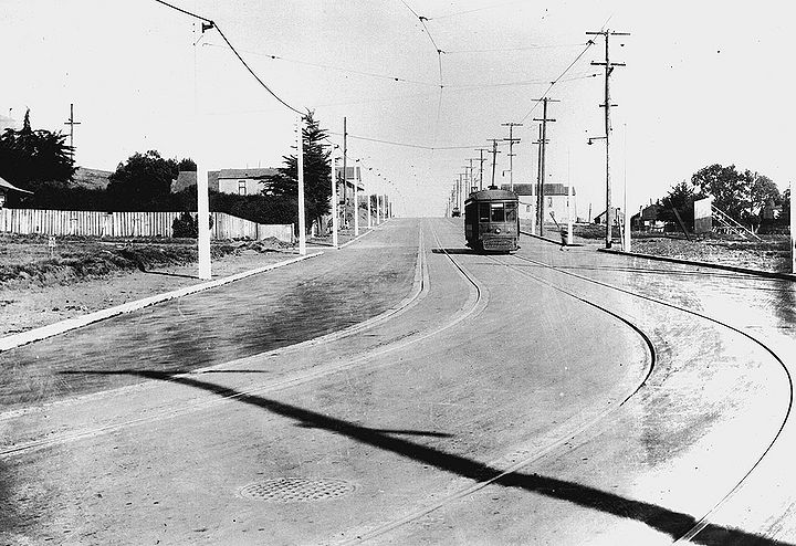 Streetcar-M-nd-west-side.jpg
