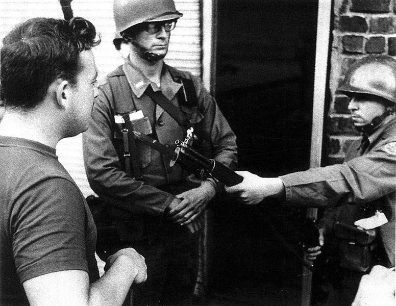 File:PL-member-Jay-Frank-confronts-National-Guard-at-Armory-Sept-1966 El-Puente-de-Claudio.jpg