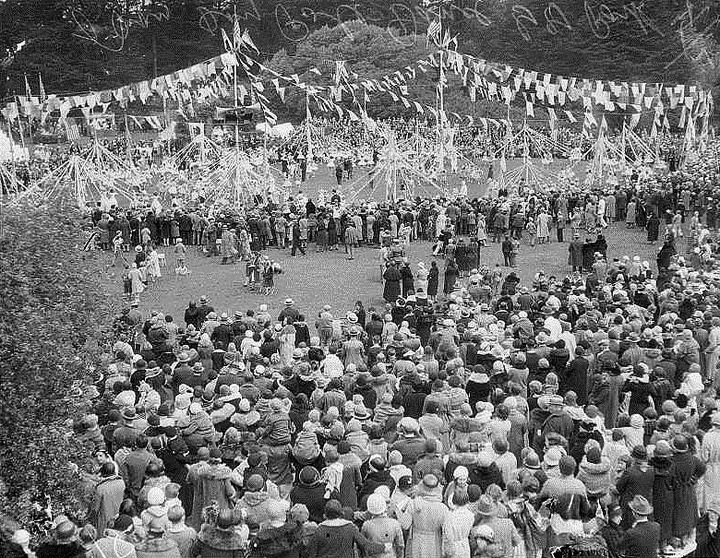 Dancing-around-maypole,-May-Day-holiday-in-Golden-Gate-Park,-May-2,-1932.jpg