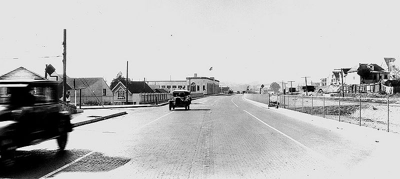 File:Bernal-Ave-(San-Jose-Ave)-sw-at-St-Marys-Ave-SPRR-at-right-1930-SFPL.jpg