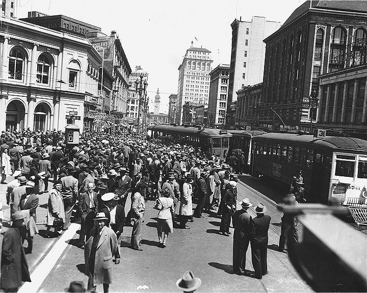 Sansome-and-Market-streetcar-crash-c-1929.jpg