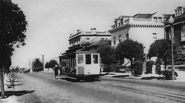 Cable-car-in-Pacific-Heights-Jackson-or-Washington-nd-c-1938.jpg