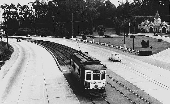 Muni-40-streetcar-northbound-on-El-Camino-Real-at-Woodlawn-Cemetery-c-1947.jpg