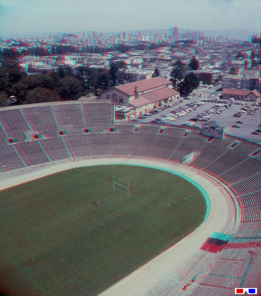 File:View-from-Kezar-Stadium-Light-Tower-to-downtown-4 87-RB-3D.jpg