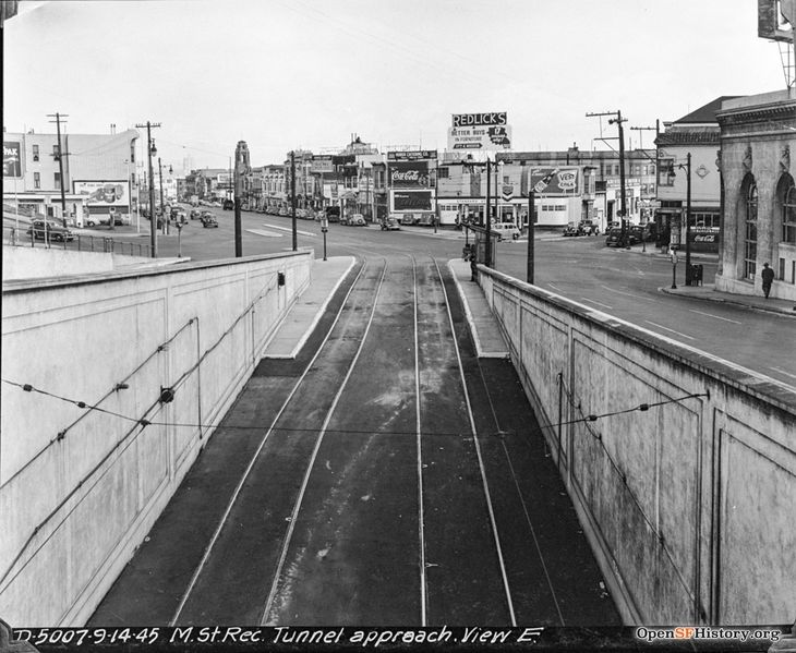 File:Twin Peaks Tunnel 1945 wnp36.04578.jpg