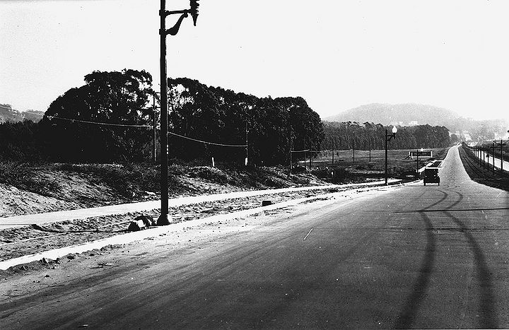 Sloat-Blvd-east-near-Everglade-Dr-Mt-Davidson-and-Stern-Grove-ahead-Nov-1-1927-SFPL.jpg
