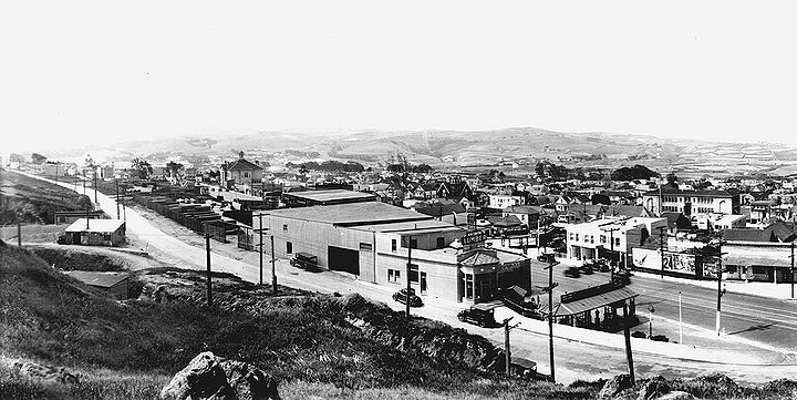 Southwest-from-Dalys-Hill-in-Daly-City-Hillside-Ave-in-foreground-and-Mission-St-at-right-Westlake-District-is-open-area-in-distance-c-1930-Daly-City-Library.jpg