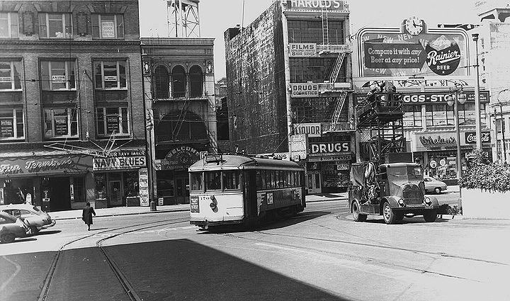 K-streetcar-turning-into-transbay-ramp-with-Fun-Terminal-on-1st-St-behind-c1940s.jpg