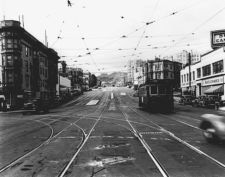Market-west-at-Valencia-Sept-14-1945-SFDPW.jpg