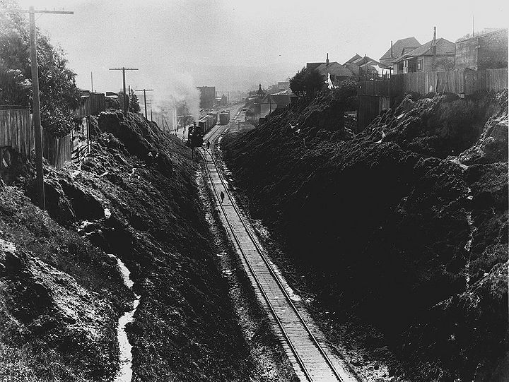 SPRR-in-Bernal-Cut-SW-from-Richland-Miguel-overpass-April-5-1922-SFDPW.jpg