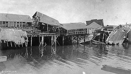 Ruined-buildings-in-Butchertown-falling-into-the-Bay-after-the-1906-earthquake-AAC-2858 .jpg