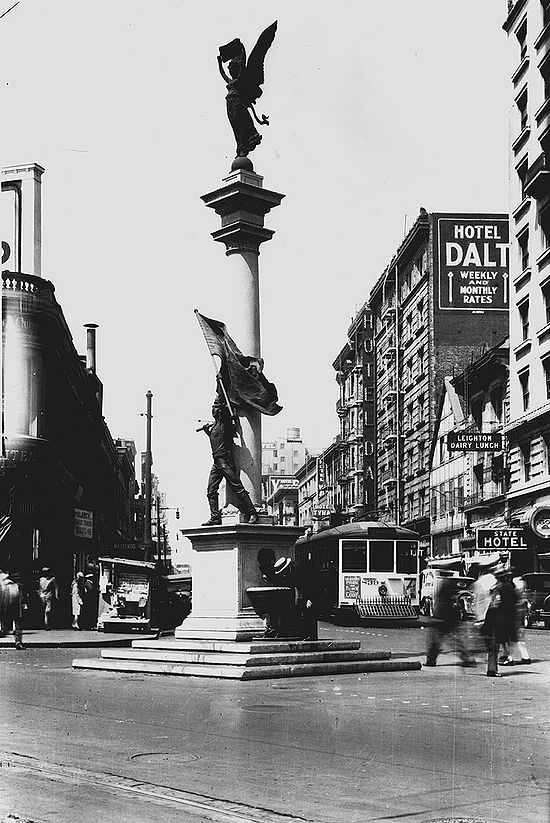 Native-Sons-monument-at-Market-Mason-and-Turk-Aug-6-1928-SFDPW.jpg