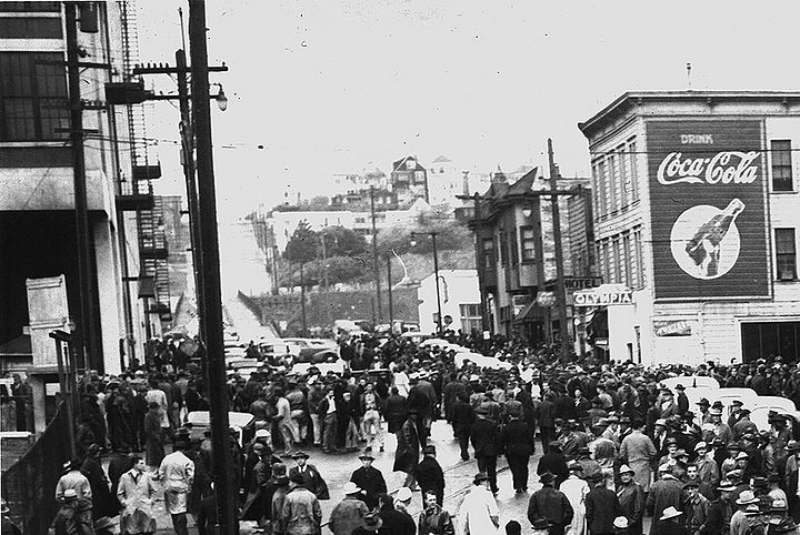 20th-Street-viaduct-and-Potrero-Hill-1945-w-strikers-in-foreground.jpg