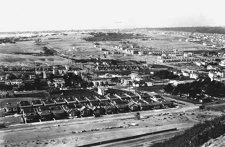 West-from-Golden-Gate-Heights-near-Pacheco-and-Funston-Shriners-Hospital-at-far-right-Jan-16-1928-SFPL.jpg