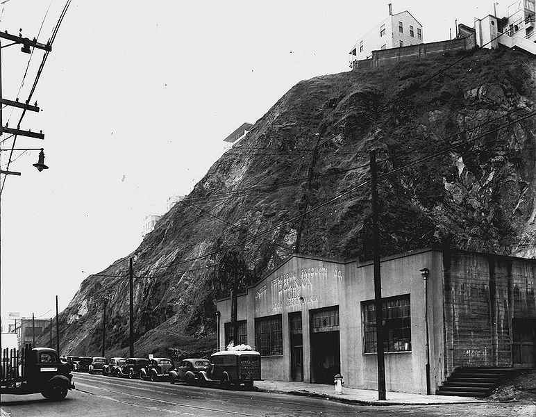 File:Sansome-south-at-Filbert-Feb-17-1942-SFDPW 72dpi.jpg