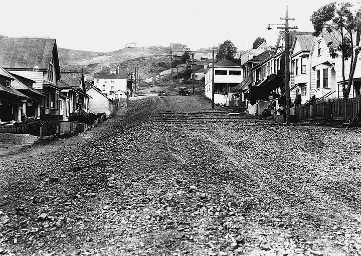 Valley-St-west-from-Noe-Castro-is-nexst-block-June-15-1922-SFDPW.jpg